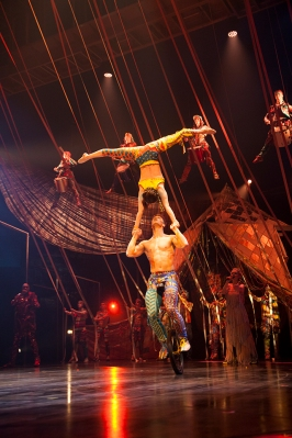 Cirquedusoleil_Volta_hand-to-hand-unicycle